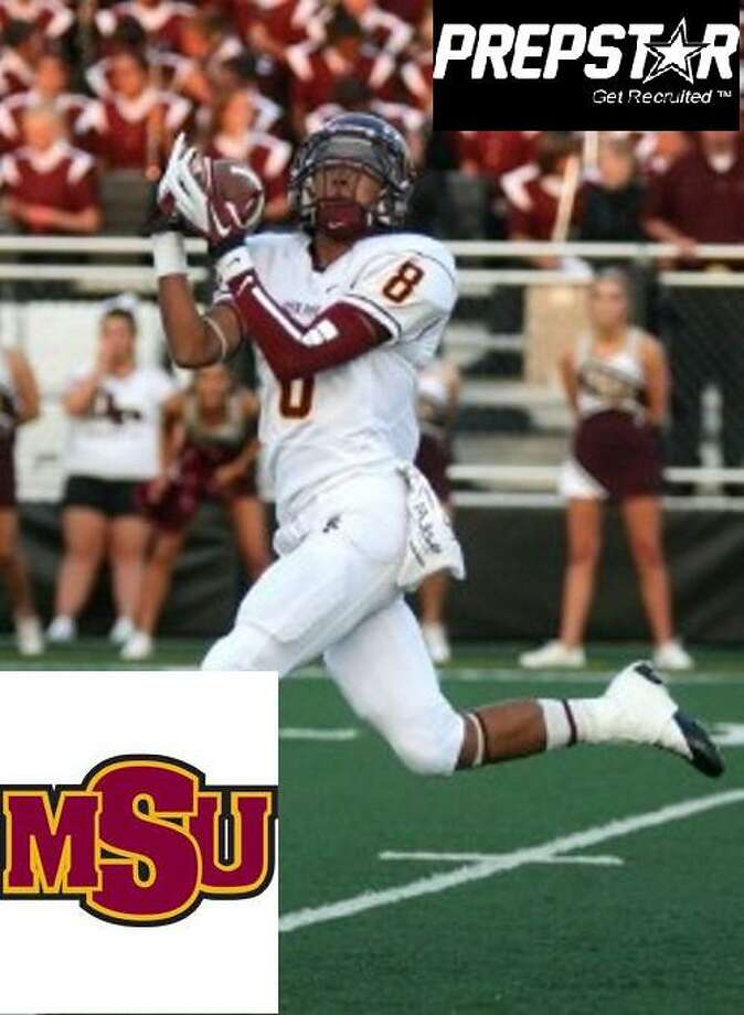 Eric Luna signs with Midwestern State