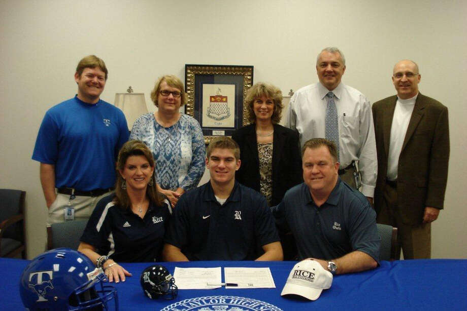 Robby Wells with family as he signs with Rice