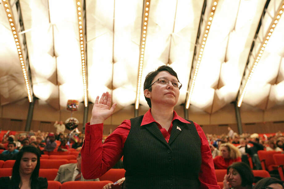 Trinity University Spanish professor Rita Urquijo-Ruiz takes the oath during a citizenship ceremony Jan. 31 at Laurie Auditorium. Photo: Edward A. Ornelas / San Antonio Express-News