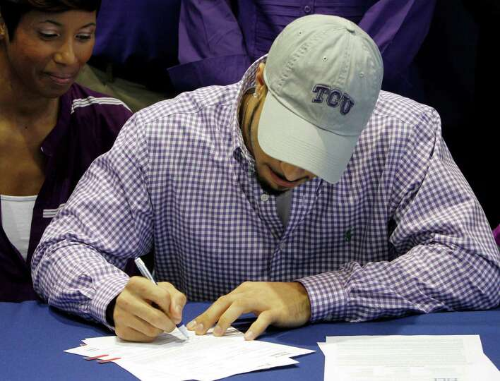 Nikki Luper watches her son, Cameron Echols-Luper, signs a letter of intent to attend TCU and play c
