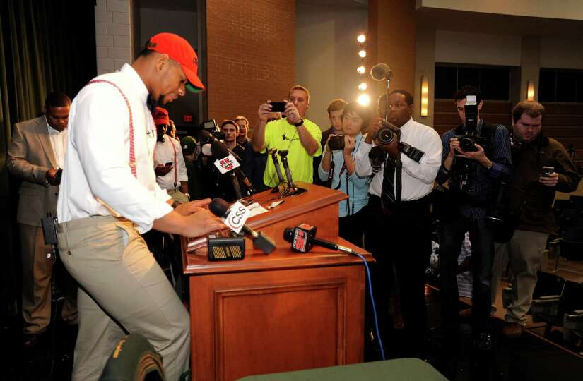 Grayson High School football player Robert Nkemdiche, the nation's top recruit, announces his intent