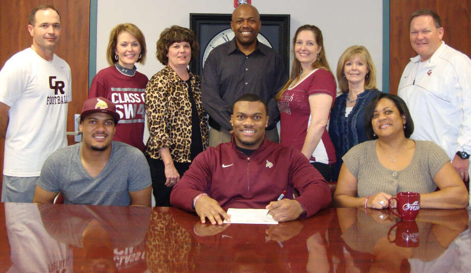 Jamel James signs with Texas State