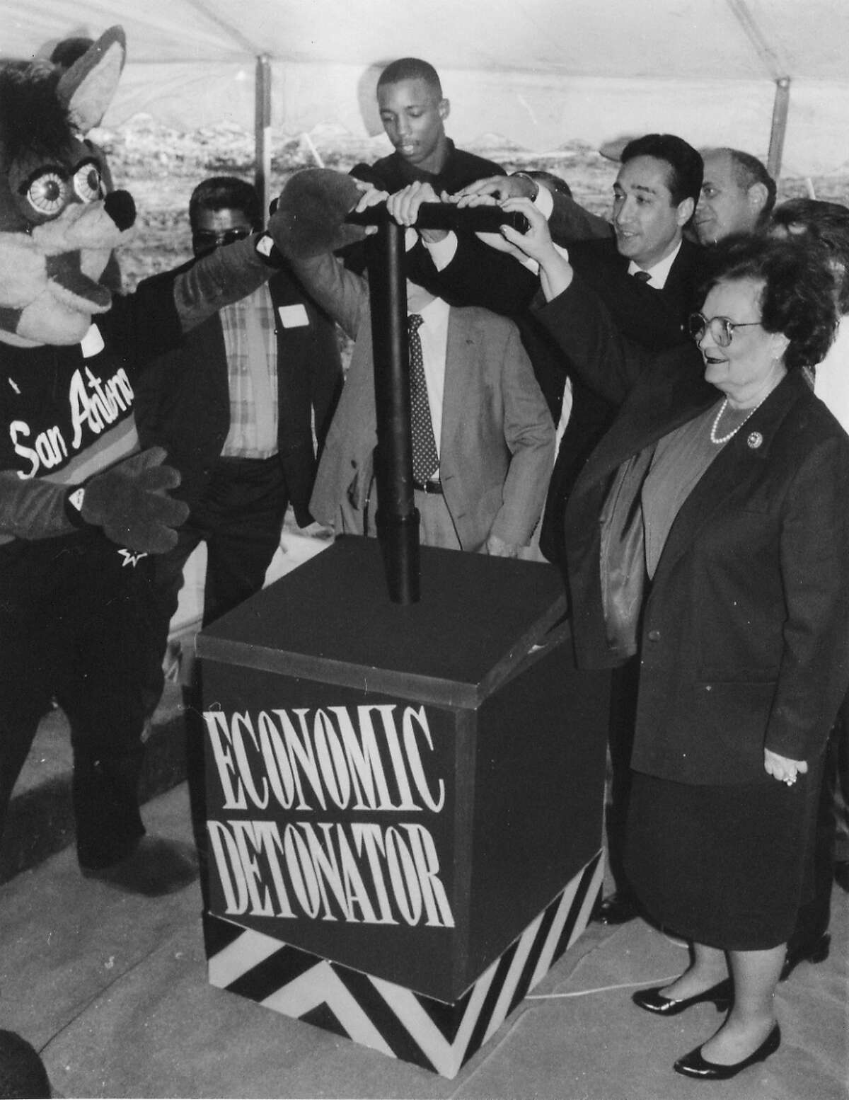 24. The Spurs Coyote joined former mayor Henry Cisneros and Lila Cockrell, mayor at the time, to rally for the Alamodome in 1990.