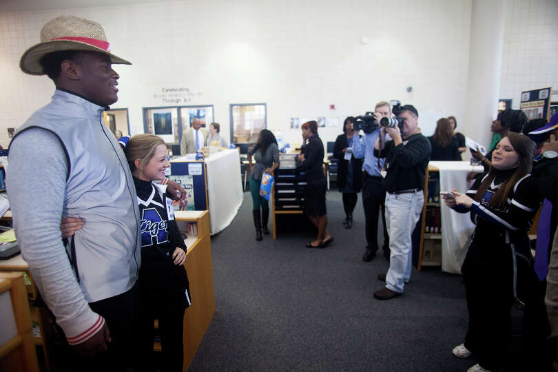 An uburn High School cheerleader takes her photo with Reuben Foster after after announcing his inten