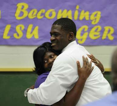 Tre'Davious White hugs his mother, LaShawnita Ruffins, smile after he signed a letter of intent to attend LSU and play college football during national signing day, Wednesday, Feb. 6, 2013 at Green Oaks High School in School in Shreveport, La. (AP Photo/The Shreveport Times, Jim Hudelson) MAGS OUT; MANDATORY CREDIT SHREVEPORTTIMES.COM Photo: Jim Hudelson, Associated Press / The Shreveport Times