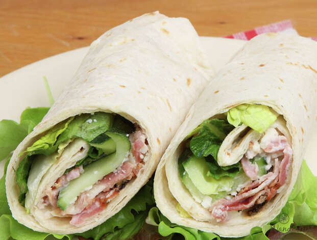 """Glamping"" lunch features organic turkey-bacon wraps with local greens and garden aioli, served with fresh local veggies & hummus; bagels with cream cheese, lox, onion and capers; and an organic pulled-chicken sandwich, served with jicama slaw. Photo: Wanderlust Hospitality"