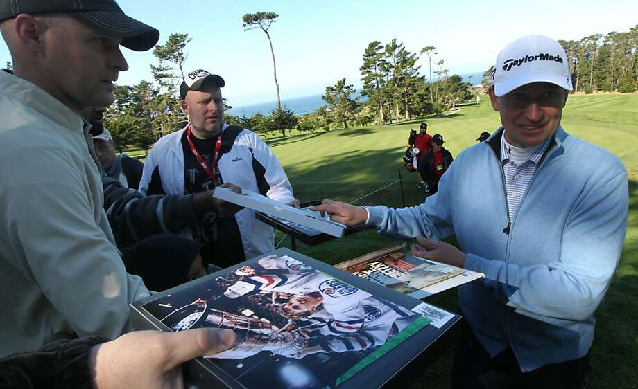 Hockey legend Wayne Gretzky signs autographs at Spy Glass Hill 7th hole during final practice rounds of the AT&T Pebble Beach National Pro-Am golf tournament Wednesday, Feb. 6, 2013, in Pebble Beach, Calif. Photo: Lance Iversen, The Chronicle