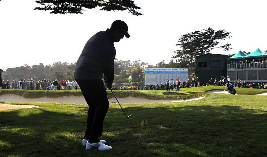 Carson Daly chips onto the 18th green during the 3M Celebrity Challenge shootout at the AT&T Pebble Beach Pro-Am golf tournament on Wednesday, Feb. 6th, 2013, in Pebble Beach, Calif. Photo: Lance Iversen, The Chronicle