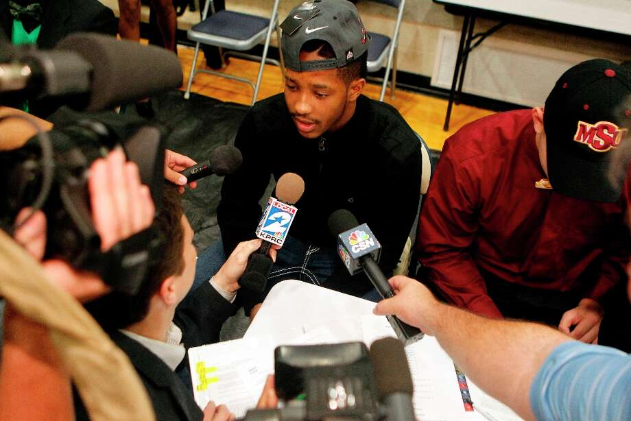 Hightower High School's Maurice Smith talks to the media as he made his commitment to play football at Alabama. Photo: Johnny Hanson / © 2013  Houston Chronicle