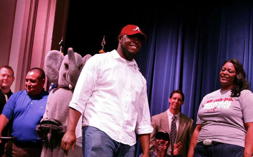 A'Shawn Robinson of Arlington Heights, Texas, announces his intent to play football at Alabama durin