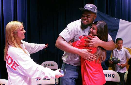 A'Shawn Robinson of Arlington Heights, Texas, is congratulated by classmates Lawrence Woodson, left, and Alyssa Caballero after signing his letter-of-intent to play football at Alabama during a ceremony in Fort Worth on Wednesday, February 6, 2013. (Khampha Bouaphanh/Fort Worth Star-Telegram/MCT) Photo: Khampha Bouaphanh, McClatchy-Tribune News Service / Fort Worth Star-Telegram
