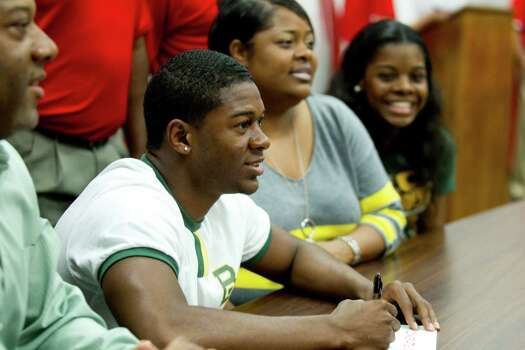 Baylor signee Kyle Fulks sits with his parents, Keith and LaShonda Fulks and his sister, Kierra, during a National Letter of Intent signing ceremony at Katy High School Wednesday, Feb. 6, 2013, in Katy. Photo: Brett Coomer, Houston Chronicle / © 2013 Houston Chronicle