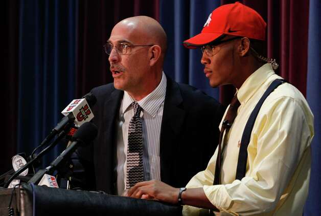 Coach Mark Mariakis, left, stands with Vonn Bell, a Ridgeland High School safety, as Bell announces that he is signing with Ohio State University during a news conference on national signing day Wednesday, Feb. 6, 2013, in Rosslbe. Ga. (AP Photo/Chattanooga Times Free Press, Dan Henry) THE DAILY CITIZEN OUT; NOOGA.COM OUT; CLEVELAND DAILY BANNER OUT; LOCAL INTERNET OUT, MANDATORY CREDIT Photo: Dan Henry, Associated Press / Chattanooga Times Free Press