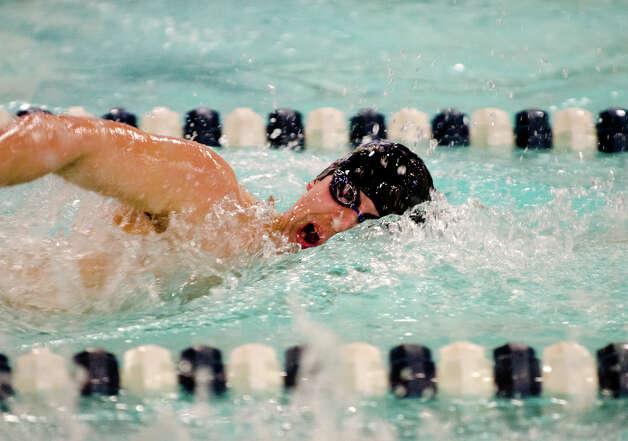 Darien's James Baker swims the 200 Free during the boys swim meet against New Canaan High School at the New Canaan YMCA on Wednesday, Feb. 6, 2013. Photo: Amy Mortensen / Connecticut Post Freelance