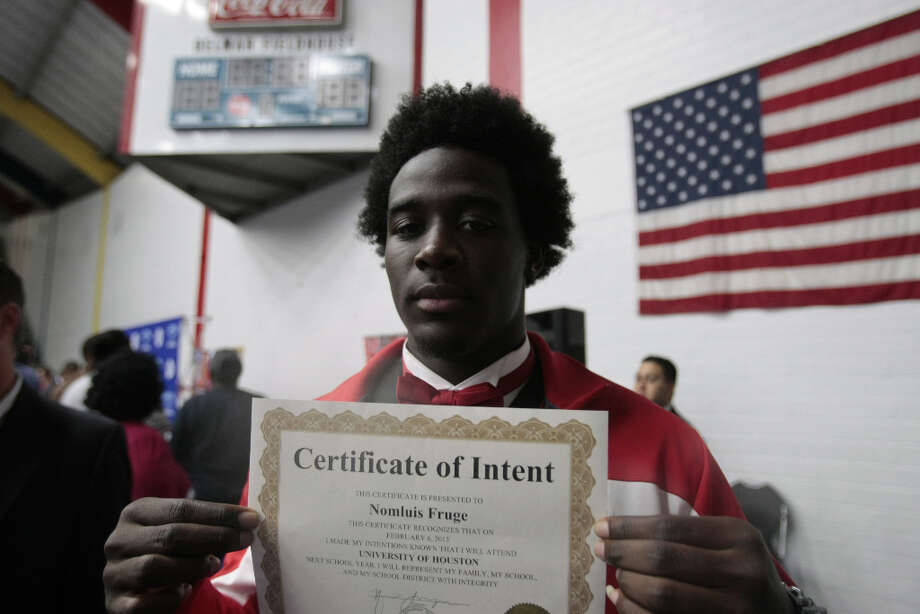HISD signing day Photo: Billy Smith II, Chronicle