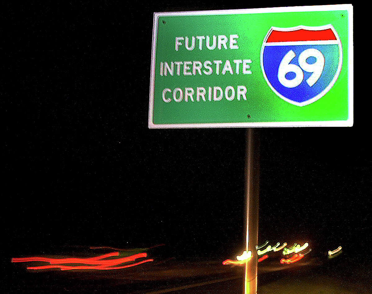 A roadside sign marks the path of Interstate 69 near Texarkana. The state is renewing its push to turn U.S. 59 and other roads into the major highway.
