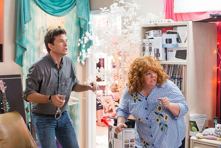 Jason Bateman plays a sweet guy whose credit cards and identity are stolen by a manic con woman played by Melissa McCarthy. Photo: Bob Mahoney, Universal Pictures