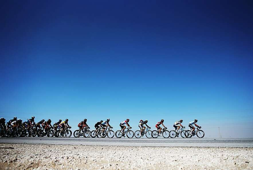 *** BESTPIX *** DOHA, QATAR - FEBRUARY 06:  The peloton makes its' way through the Qatar desert on s
