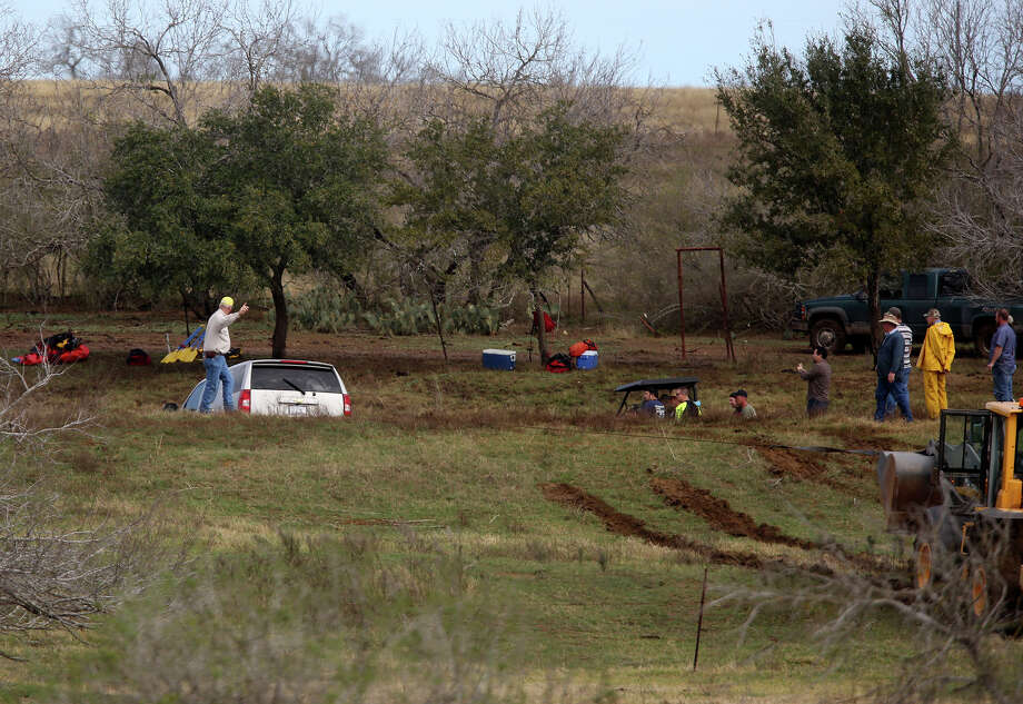 Federal officials say they have 11 survivors of the crash of this SUV in custody. Photo: Lisa Krantz, San Antonio Express-News / © 2012 San Antonio Express-News