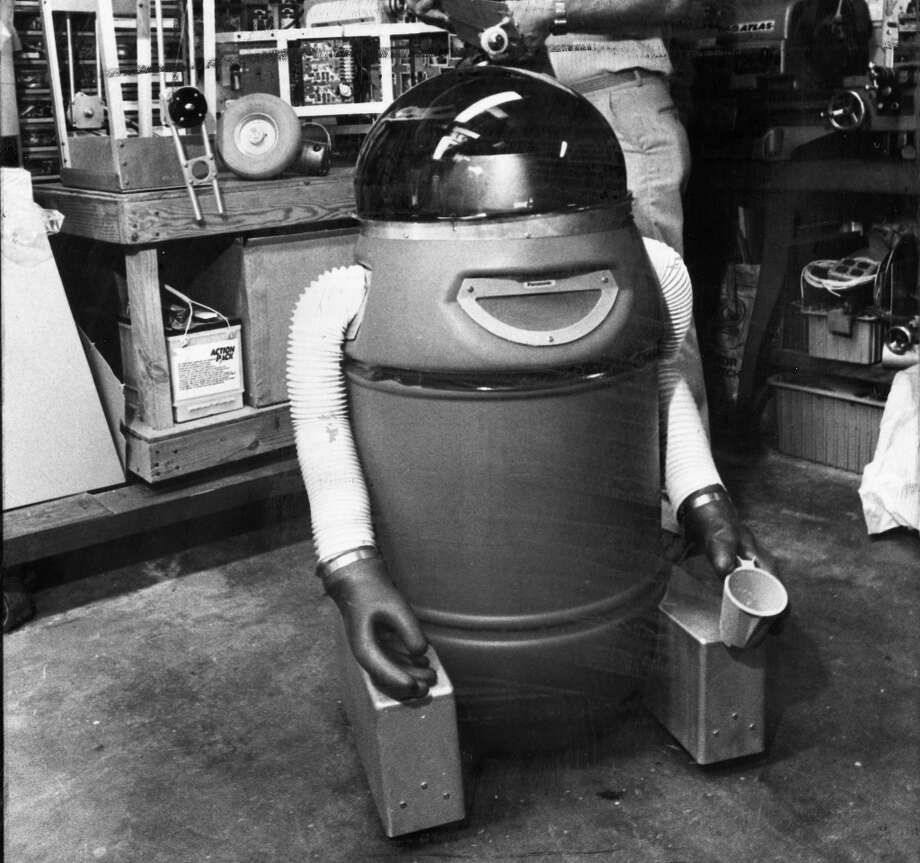 Sept. 6, 1983: This is not the PanhandleBot 2000, as I originally assumed. It's a robot called Squirt, built by Tom Carroll -- who as far as I've been able to tell was a real scientist, and never deceived the public about his robots. He also had a larger one named Colossus. Photo: Courtesy Los Angeles Times / ONLINE_YES