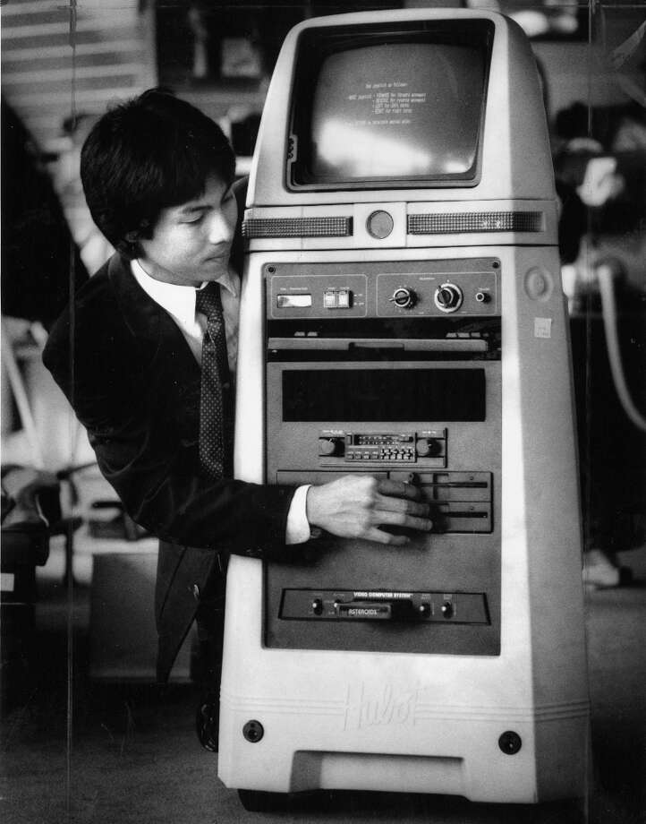 Sept. 3, 1984: George Sun operates the Hubot robot at The Sharper Image in San Francisco, a $4,000 product that was marketed as if it was an android but was basically a rolling clock radio/video game console. I'll pull in close so you can see the inclusion of an Atari 2600 system in the belly ... Photo: Gary Fong, The Chronicle / ONLINE_YES