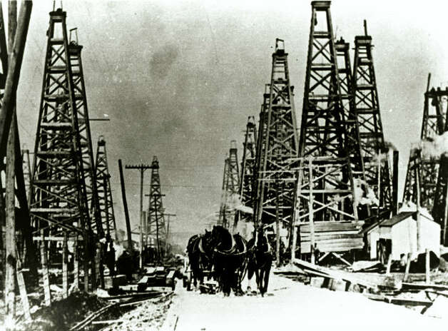 Horses pull a wagon through an oil field at Spindletop in 1901.