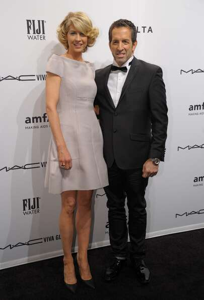 Actress Jenna Elfman (L) with designer and amfAR Chairman Kenneth Cole (R) at the amfAR (The Foundat