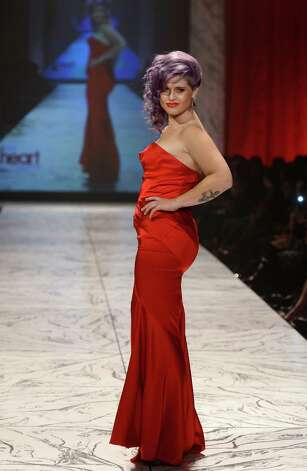Actress Kelly Osbourne walks the runway at The Heart Truth 2013 Fashion Show. Photo: Frazer Harrison, Getty / 2013 Getty Images