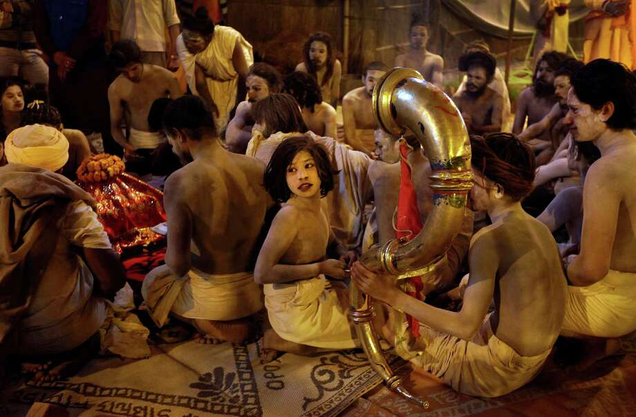 30 Awesome Photos Of Hindu Pilgrims In India - Seattlepicom-7150