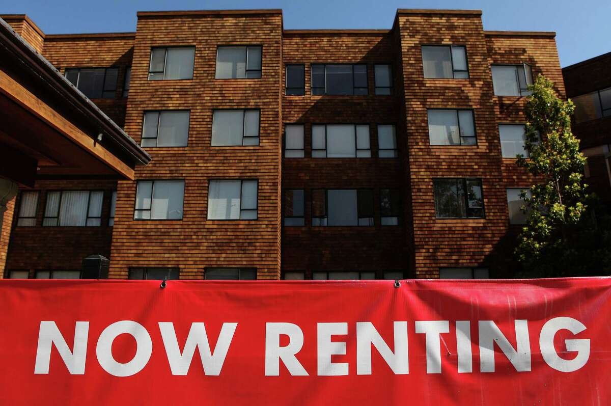 Rents swing widely across King County, but they're almost all higher than the national average of $889 a month, according to recently released Census Bureau figures. Click through to see how King County's communities compare.