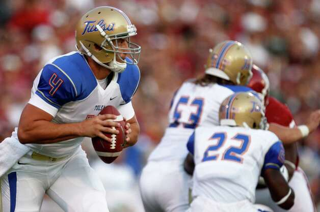 Tulsa quarterback G.J. Kinne scrambles against Oklahoma in the first quarter of an NCAA college football game in Norman, Okla., Saturday, Sept. 3, 2011. (AP Photo/Sue Ogrocki) Photo: Sue Ogrocki, Associated Press / AP