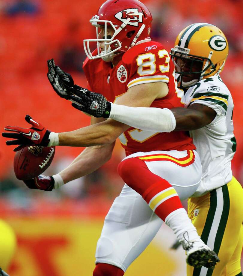 Kansas City Chiefs wide receiver Jerheme Urban (83) drops a pass while covered by Green Bay Packers cornerback Sam Shields during the first half of a preseason NFL football game in Arrowhead Stadium in Kansas City, Mo., Thursday, Sept. 2, 2010. (AP Photo/Ed Zurga) Photo: Ed Zurga, Associated Press / FR34145 AP