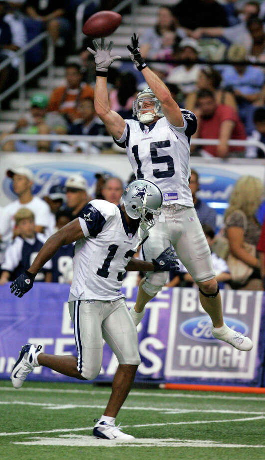 Dallas Cowboys wide receiver Jerheme Urban catches a pass Wednesday afternoon Aug. 1, 2007 during the eighth day of practice at the Cowboys' training camp over fellow wide receiver Mike Jefferson. (WILLIAM LUTHER/STAFF) Photo: WILLIAM LUTHER, Express-News / SAN ANTONIO EXPRESS-NEWS