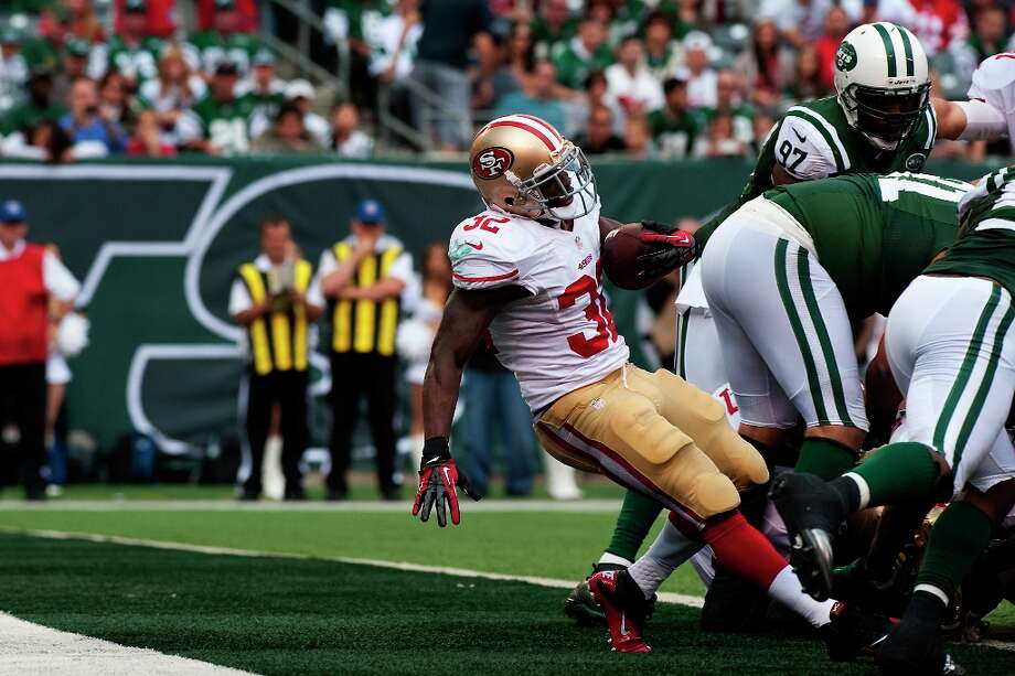 Kendall Hunter squeezes into the endzone during the San Francisco 49ers victory against the New York Jets. On Sunday, the San Francisco 49ers beat the New York Jets, 34-0, at Metlife Stadium in Rutherford, New Jersey. Photo: Bryan Thomas / ONLINE_YES