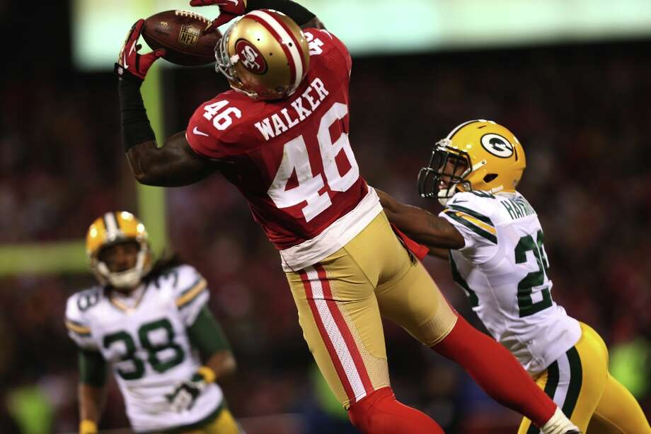 Tight end Delanie Walker (46) catches a long pass in the second quarter of the San Francisco 49ers game against the Green Bay Packers in the NFC Divisional Playoffs at Candlestick Park in San Francisco, Calif., on Saturday January 12, 2013. Photo: Brant Ward, The Chronicle / ONLINE_YES
