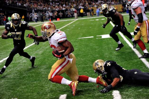 San Francisco 49ers running back Kendall Hunter (32) carries in the second half of an NFL football game against the New Orleans Saints at the Louisiana Superdome in New Orleans, Sunday, Nov. 25, 2012. Photo: Bill Feig, Associated Press / FR44286 AP