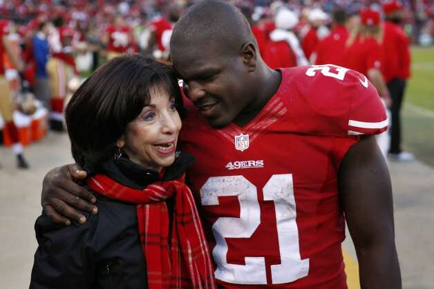 Frank Gore hugs Denise Debartolo York in the final minutes of the game against the Arizona Cardinals. The San Francisco 49ers played the Arizona Cardinals at Candlestick Park in San Francisco, Calif., on Sunday, December 30, 2012, in the final game of the 2012 season. Photo: Carlos Avila Gonzalez, The Chronicle / ONLINE_YES