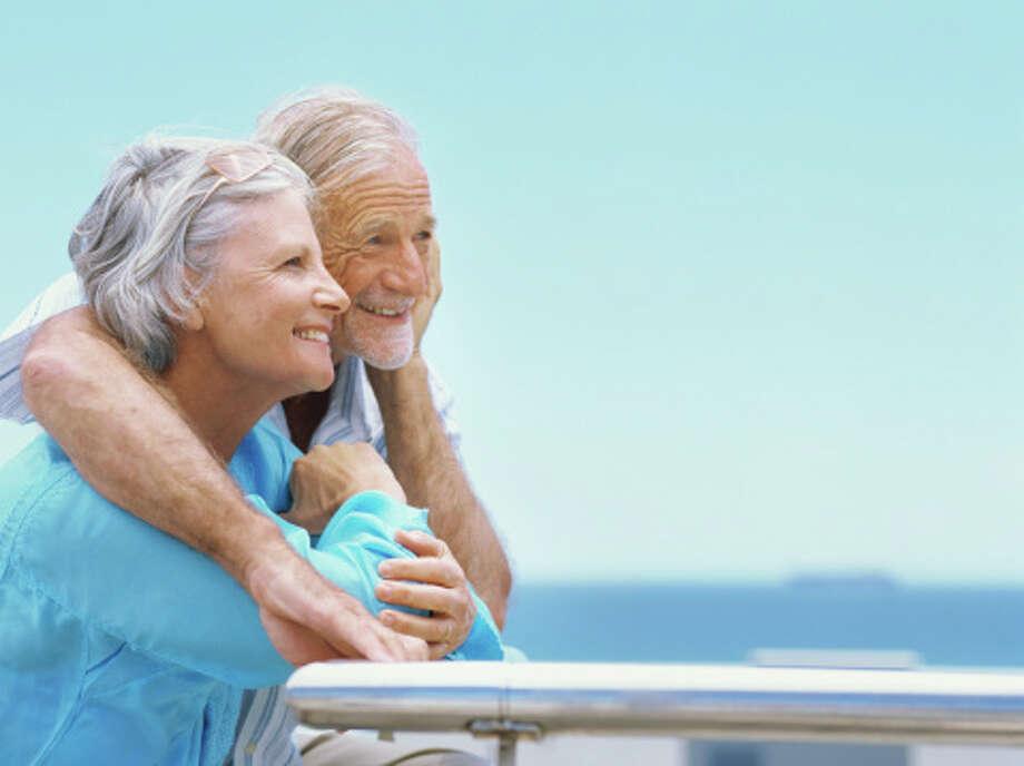 Senior couple standing looking away Photo: Stockbyte, Stock Photography / (c) Stockbyte