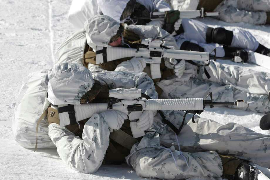 U.S. marine soldiers from 1st battalion 3rd marine deployed from Hawaii, and South Korean marine soldiers participate in the U.S. and South Korean Marines joint winter exercise on February 7, 2013 in Pyeongchang-gun, South Korea. Photo: Chung Sung-Jun, Getty Images / 2013 Getty Images