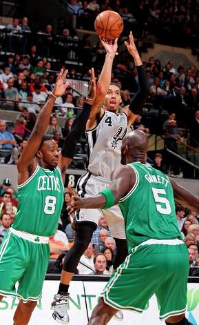 San Antonio Spurs' Danny Green shoots over Boston Celtics' Jeff Green (left) and Boston Celtics' Kevin Garnett during first half action Saturday Dec. 15, 2012 at the AT&T Center. Photo: Edward A. Ornelas, San Antonio Express-News / © 2012 San Antonio Express-News