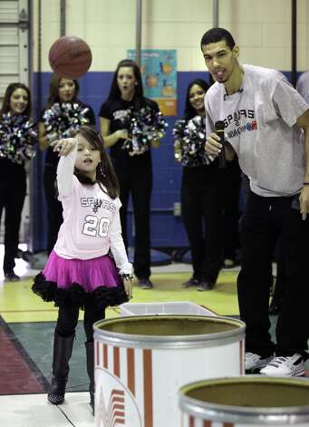 San Antonio Spurs' Danny Green, right, reacts as Howsman Elementary School 3rd grader Sesly Garcia shoots basketballs into Whataburger barrels. Green's visit to the school was to acknowledge Garcia's participation in Whataburger's Whatcha Reading program.  Tuesday, Jan. 8, 2013. Photo: BOB OWEN, San Antonio Express-News / © 2012 San Antonio Express-News