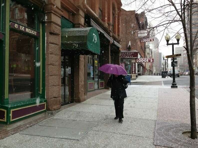Snow starts to fly in Albany Friday morning, Feb. 8, 2013. (Skip Dickstein / Times Union)