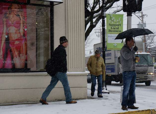 Despite early snowfall Friday, traffic was brisk -- on foot and by vehcile -- in downtown Fairfield.  FAIRFIELD CITIZEN, CT 2/8/13 Photo: Genevieve Reilly / Fairfield Citizen