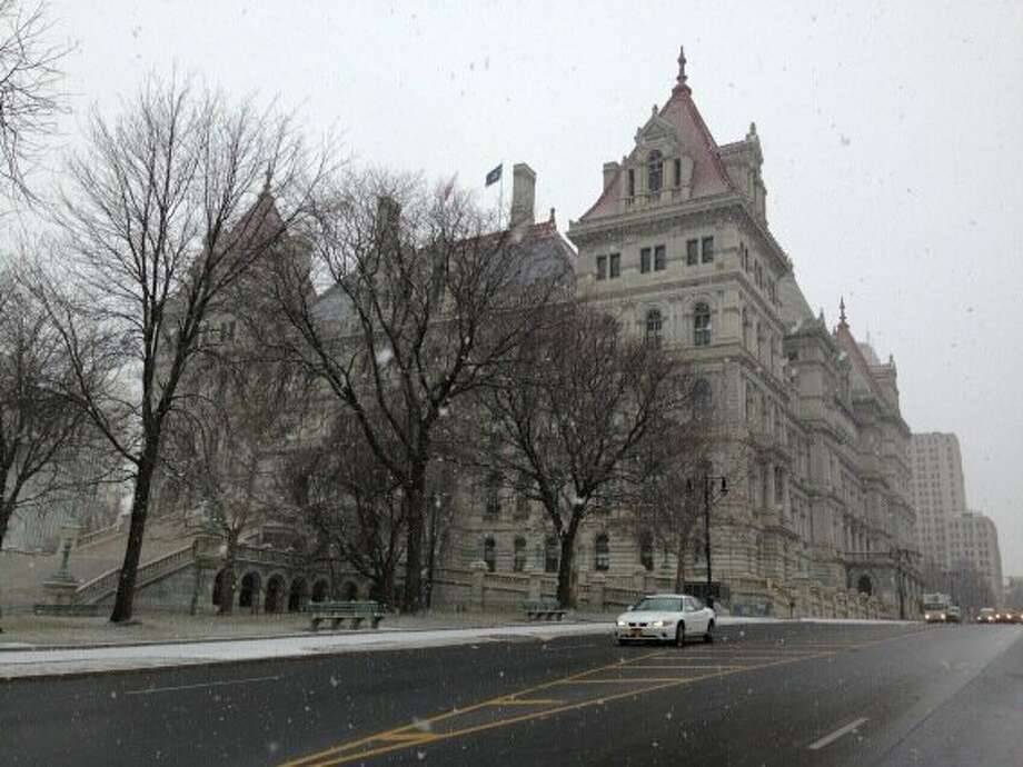 The snow starts to fly Friday morning, Feb. 8, 2013, in Albany. (Skip Dickstein / Times Union)