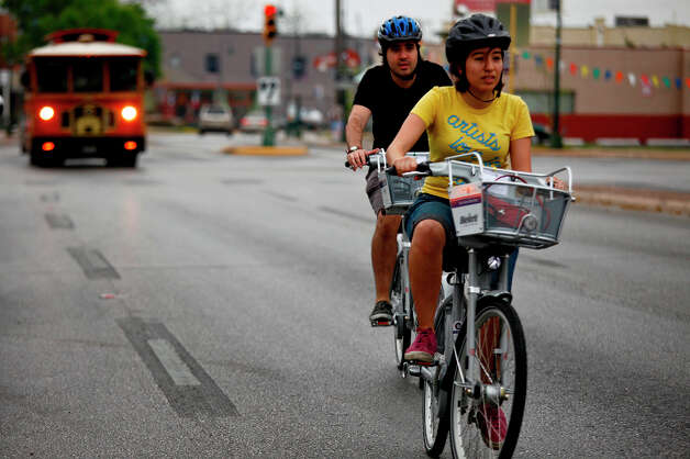 3. Nothing has become more adorable than watching a couple cruise downtown on their rented B-cycles. Extra cute couple points if y'all wear helmets. Photo: LISA KRANTZ, SAN ANTONIO EXPRESS-NEWS / SAN ANTONIO EXPRESS-NEWS