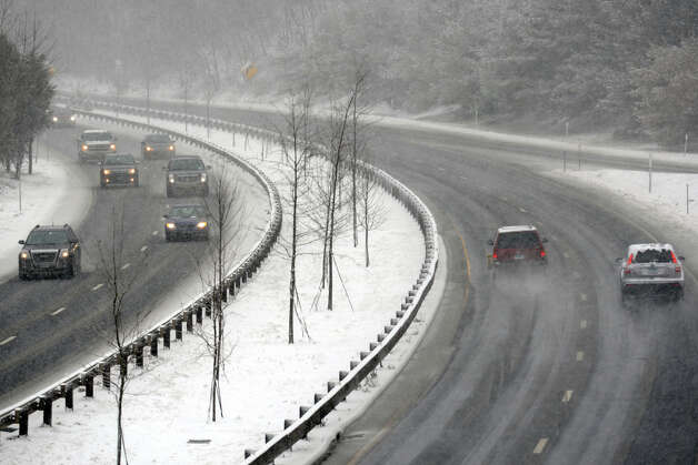 Snow fall along the Merritt Parkway, in Trumbull, Conn., Feb. 8th, 2013. Photo: Ned Gerard / Connecticut Post