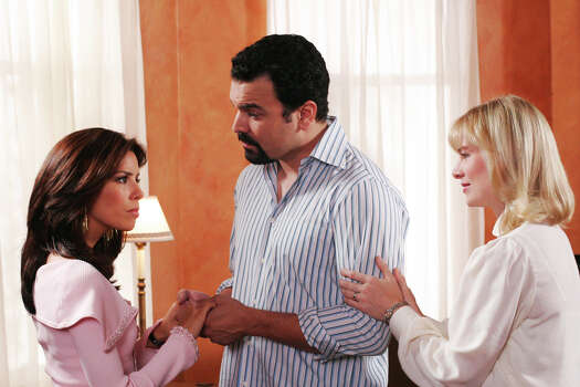 Coming Home - Lynette tries to put a daycare center in Parcher & Murphy, and Gabrielle and Sister Mary face off over Carlos' mission of mercy to Africa, on Desperate Housewives. Photo: RON TOM, ABC / © 2005 ABC, INC. All rights reserved. NO ARCHIVE. NO RESALE.