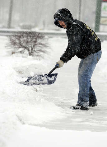 Peter Granda, of Danbury, shovels a walk on Mill Plain Road during Friday's snowstorm, Feb. 8, 2013. Photo: Carol Kaliff / The News-Times