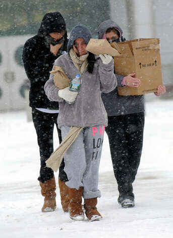 Students at Western Connecticut State University in Danbury, Conn. take food from the Student Center to take to their dorms on the college's westside campus during Friday's snowstorm, Feb. 8, 2013. Photo: Carol Kaliff / The News-Times