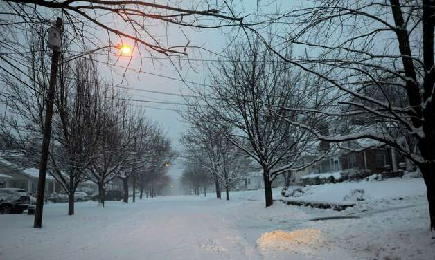 Snow continues to fall in Stamford, Conn., during the blizzard Friday, February 8, 2013. Photo: Lindsay Perry / Stamford Advocate